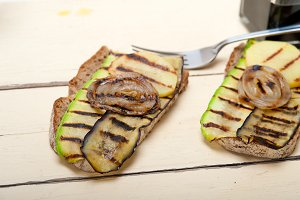 grilled vegetables on rustic bread 021.jpg