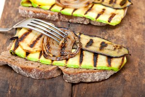 grilled vegetables on rustic bread 034.jpg