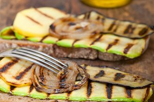 grilled vegetables on rustic bread 036.jpg