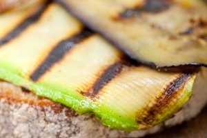 grilled vegetables on rustic bread 049.jpg