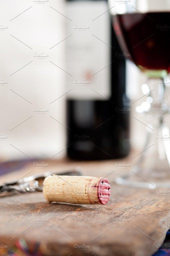 red wine corking 005.jpg - Food & Drink