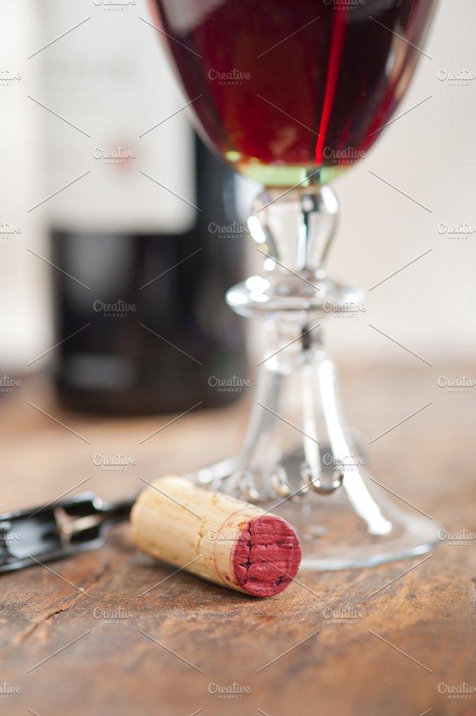 red wine corking 007.jpg - Food & Drink
