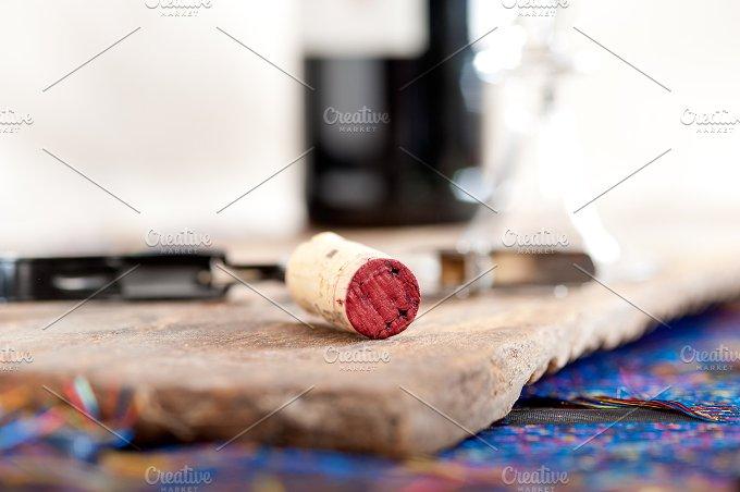red wine corking 003.jpg - Food & Drink