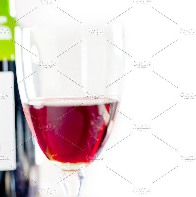 red wine corking 001.jpg - Food & Drink