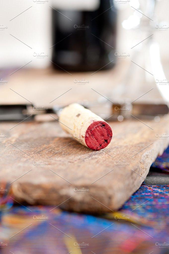 red wine corking 002.jpg - Food & Drink