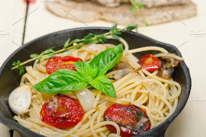 spaghetti pasta with baked tomatoes 003.jpg - Food & Drink