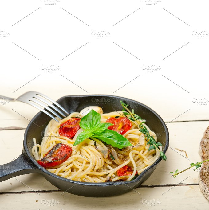 spaghetti pasta with baked tomatoes 005.jpg - Food & Drink