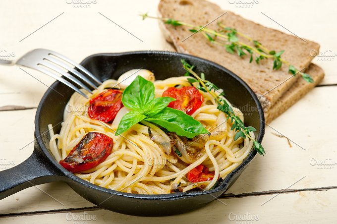 spaghetti pasta with baked tomatoes 006.jpg - Food & Drink
