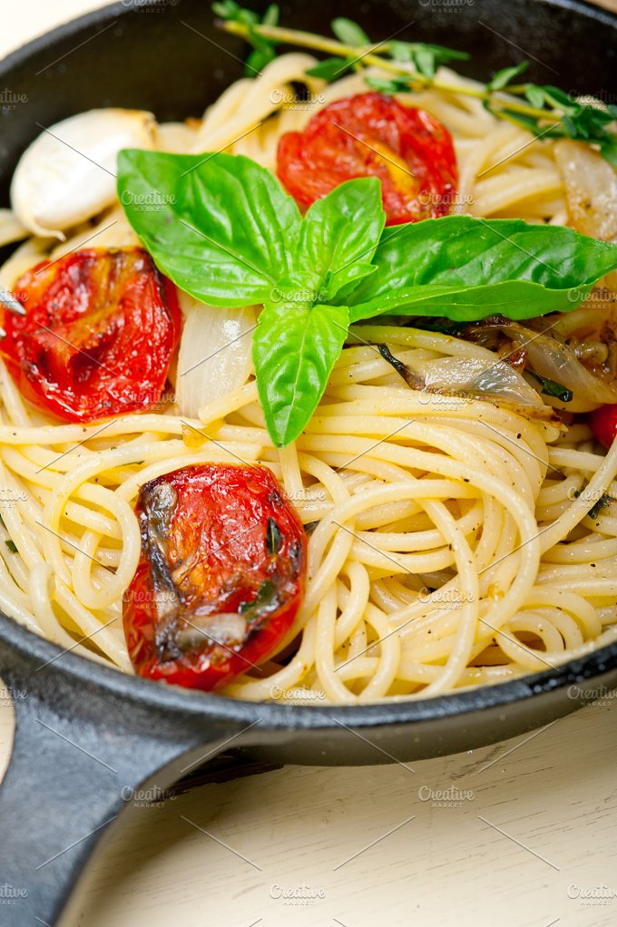 spaghetti pasta with baked tomatoes 016.jpg - Food & Drink