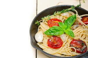 spaghetti pasta with baked tomatoes 002.jpg