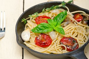 spaghetti pasta with baked tomatoes 001.jpg