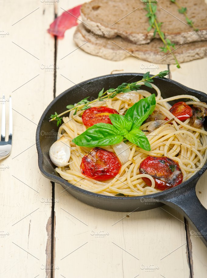 spaghetti pasta with baked tomatoes 001.jpg - Food & Drink