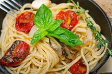 spaghetti pasta with baked tomatoes 008.jpg
