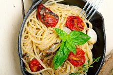 spaghetti pasta with baked tomatoes 009.jpg