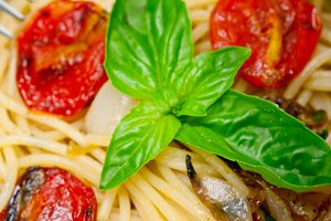 spaghetti pasta with baked tomatoes 010.jpg