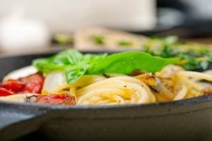 spaghetti pasta with baked tomatoes 014.jpg