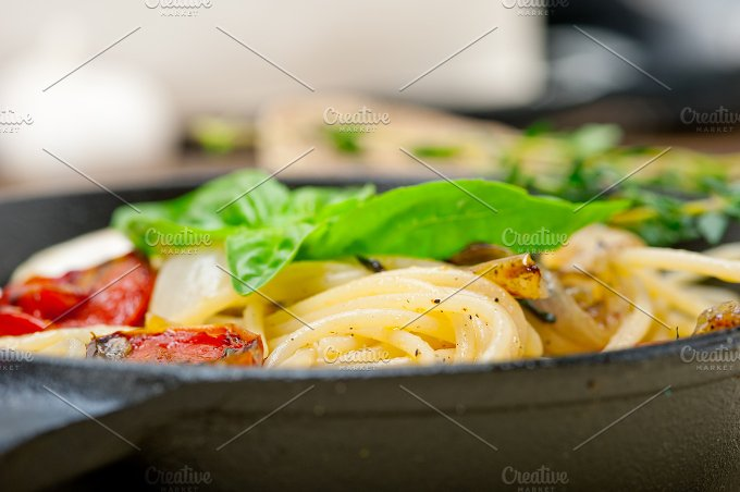 spaghetti pasta with baked tomatoes 014.jpg - Food & Drink