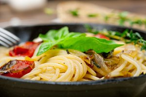 spaghetti pasta with baked tomatoes 013.jpg
