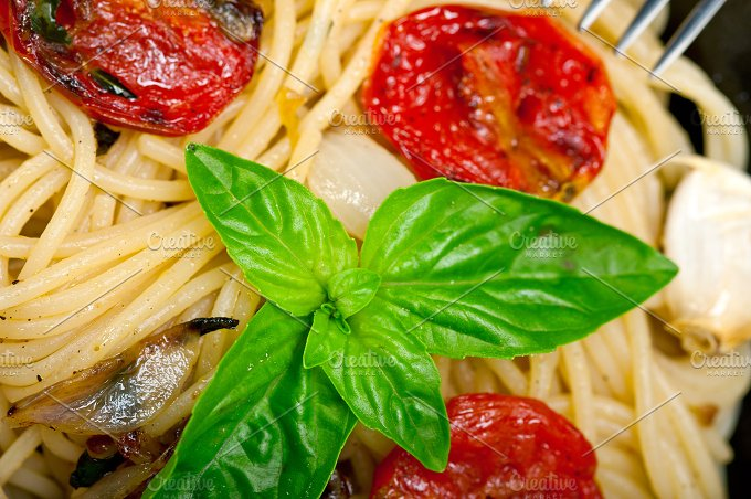 spaghetti pasta with baked tomatoes 011.jpg - Food & Drink