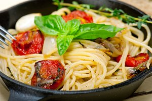 spaghetti pasta with baked tomatoes 015.jpg