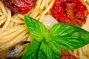 spaghetti pasta with baked tomatoes 012.jpg