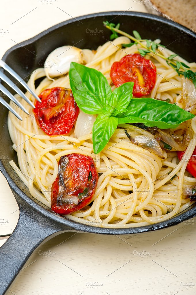 spaghetti pasta with baked tomatoes 017.jpg - Food & Drink