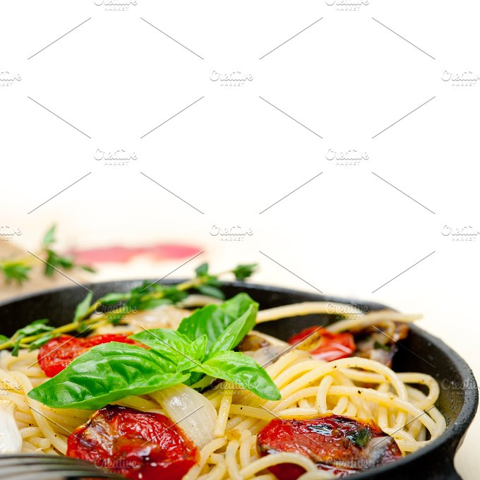 spaghetti pasta with baked tomatoes 019.jpg - Food & Drink