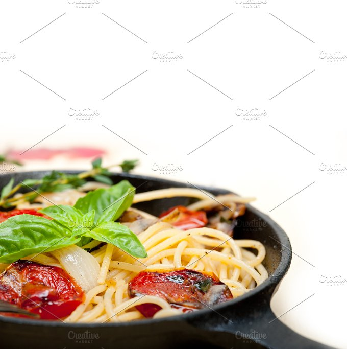 spaghetti pasta with baked tomatoes 020.jpg - Food & Drink