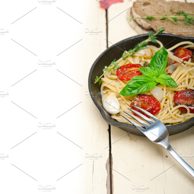 spaghetti pasta with baked tomatoes 026.jpg - Food & Drink