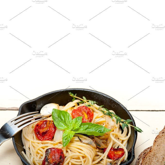spaghetti pasta with baked tomatoes 028.jpg - Food & Drink