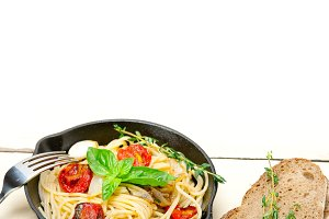 spaghetti pasta with baked tomatoes 029.jpg