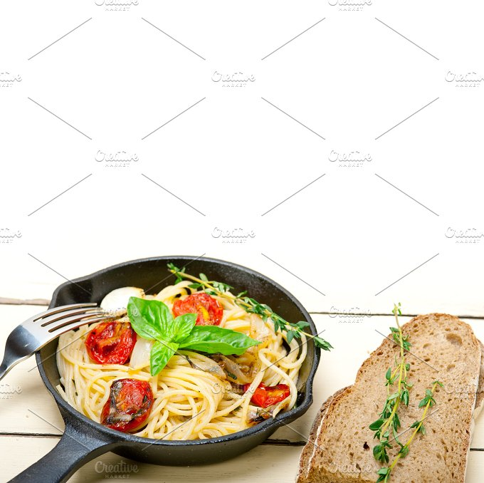 spaghetti pasta with baked tomatoes 029.jpg - Food & Drink