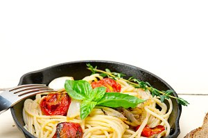 spaghetti pasta with baked tomatoes 031.jpg