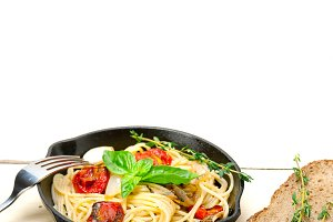 spaghetti pasta with baked tomatoes 032.jpg