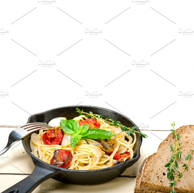 spaghetti pasta with baked tomatoes 032.jpg - Food & Drink