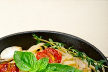 spaghetti pasta with baked tomatoes 034.jpg