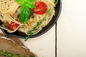 spaghetti pasta with baked tomatoes 036.jpg
