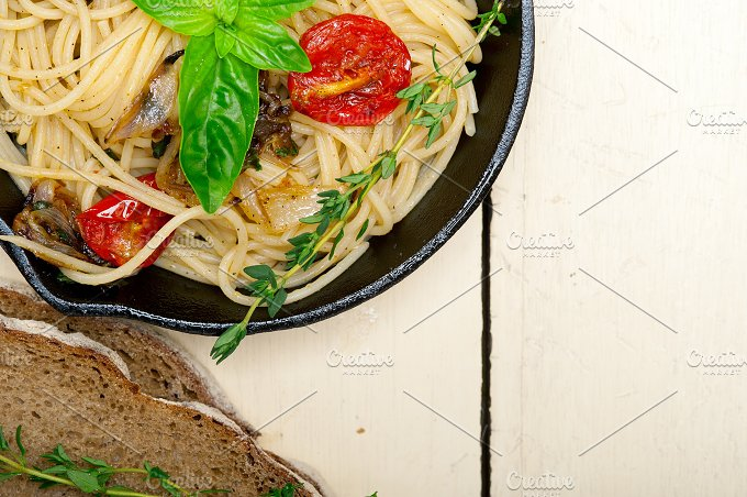 spaghetti pasta with baked tomatoes 036.jpg - Food & Drink