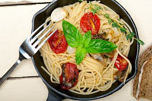 spaghetti pasta with baked tomatoes 038.jpg