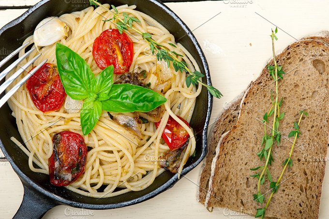 spaghetti pasta with baked tomatoes 039.jpg - Food & Drink
