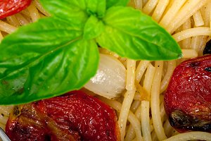 spaghetti pasta with baked tomatoes 043.jpg