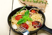 spaghetti pasta with baked tomatoes 044.jpg