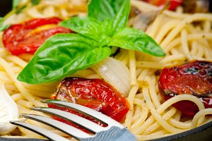 spaghetti pasta with baked tomatoes 046.jpg