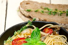 spaghetti pasta with baked tomatoes 045.jpg