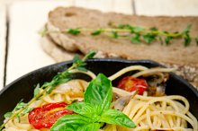 spaghetti pasta with baked tomatoes 047.jpg