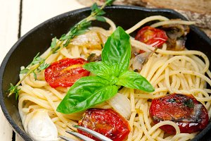spaghetti pasta with baked tomatoes 048.jpg