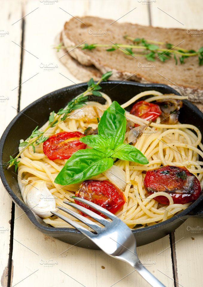 spaghetti pasta with baked tomatoes 048.jpg - Food & Drink