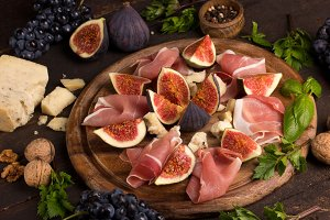 appetizer of figs