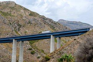 Viaduct truck