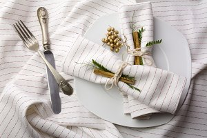 elegant place setting white and gold